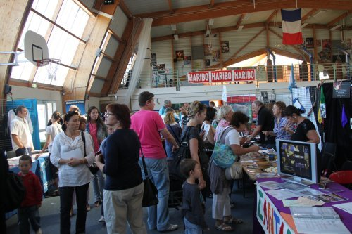 Forum des Associations aux Pennes Mirabeau : nous y étions ! dans salons brocantes bImg_0085